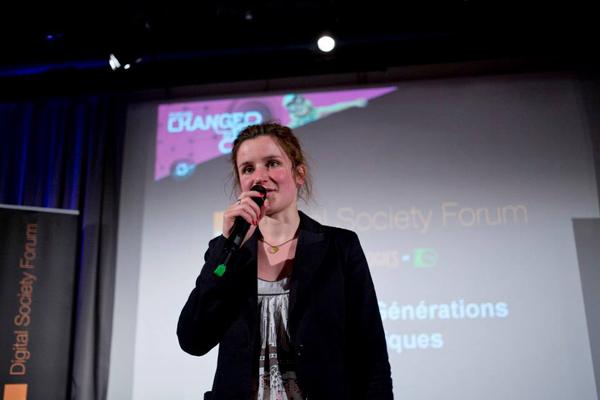Flore Berlingen, fondatrice de OuiShare pendant le Digital Society Forum